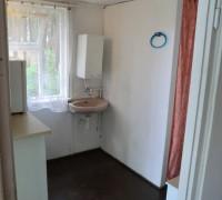 Domek mały z WC i umywalką